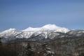 望岳台から青空に映える雪化粧のトムラウシ山(2月).jpg