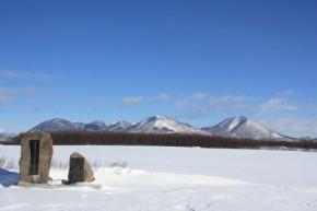 3氷結した湖上02